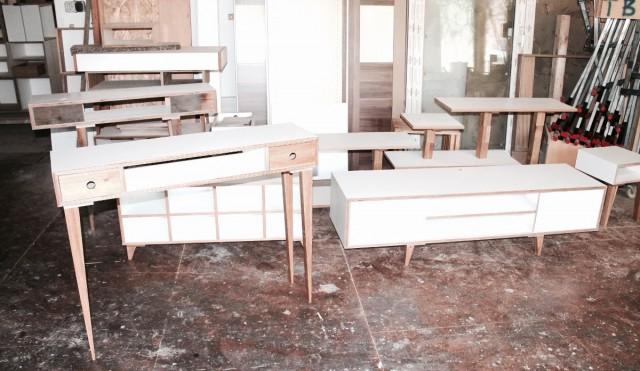 Minimalistisch interieur multiplex: keuken met trap minimalistische